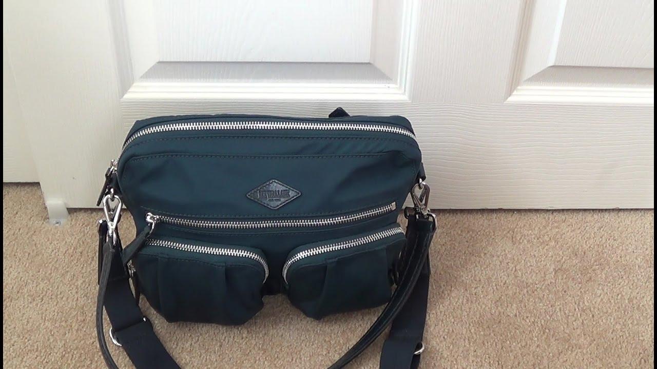 А стильный рюкзак roxy купить в москве вообще не составит труда, ведь производитель заботится обо всех нужных потребительских сегментах.