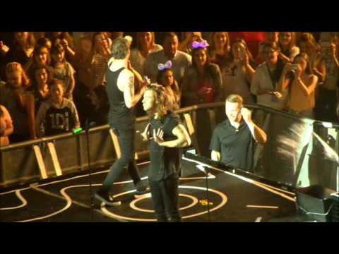 1D OTRA 8.10.15 FT. Harry, louis and Liam water fight