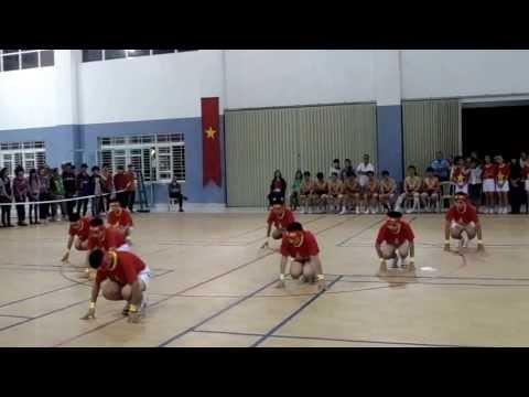 Đồng diễn bài thể dục nam lớp 9 - Trường THCS Nguyễn Thị Định năm học 2013 -2014