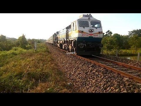 22501 K.S.R BENGALURU - NEW TINSUKIA SUPERFAST Express with WDP4D #40390