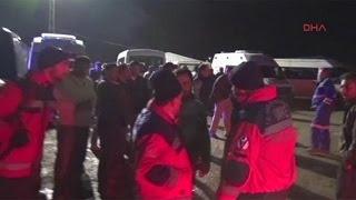 بالفيديو: فرق الانقاذ تحاول الوصول لعالقين في انهيار منجم بتركيا