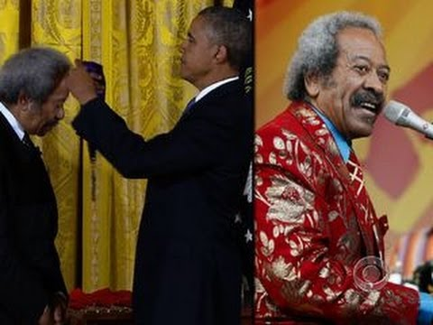President Obama presents National Medal of Arts