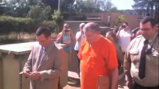 Bernie Tiede leaves Panola County Courthouse
