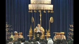 Tayland'da Kral Adulyadej'in doğum günü kutlanıyor