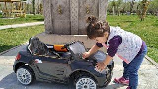 Akülü Arabayı Çöp Arabası Yaptık Çok Kirlendi. Ayşe Ebrar Akülü Arabasını Yıkıyor. For Kids Video