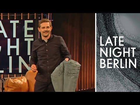 Klaas verkauft Sammlerjeans mit Toni Kroos Autogramm | Late Night Berlin | ProSieben