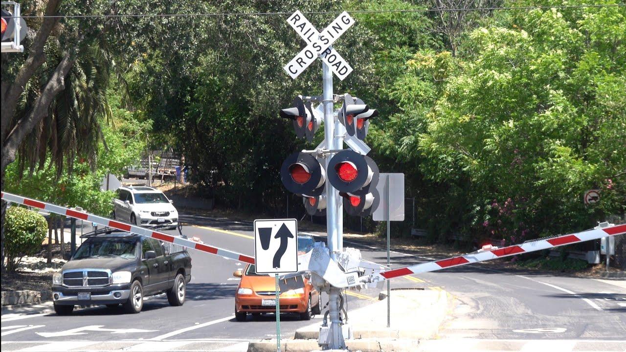 Natoma St. Railroad Crossing, SACRT Light Rail Inbound, Folsom CA - Glitching Cantilever Lights