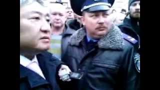 Противники Майдана митинговали у мэрии в Запорожье - 5 марта(http://tezis.tv 5 марта 2014 года оппоненты Майдана собрались на митинг перед стенами мэрии города Запорожье. Появил..., 2014-03-05T23:13:09.000Z)