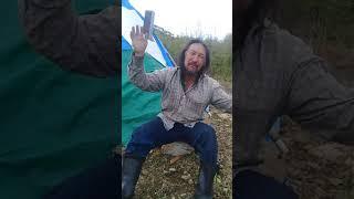 Якут идёт до москвы, рассказывает как его остановили полицейские на посту Ерофей павлович.