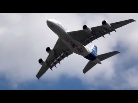 Jaw Dropping A380 Display, Farnborough Airshow 2016.