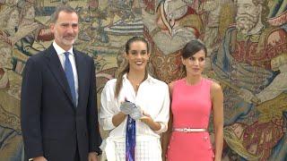 Los Reyes reciben a la nadadora española Ona Carbonell