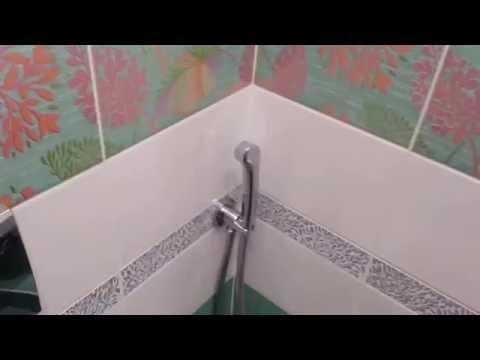 Установка гигиенического душа в туалете.