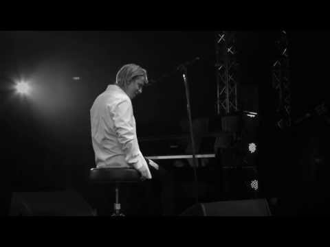 Tom Odell on the Roland FP-80 Digital Piano