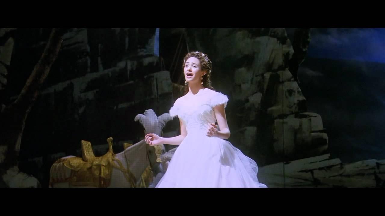 the phantom of opera gerard butler and emmy rossum dating