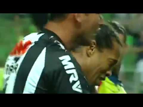 Ronaldinho llora Despues de anotar un golazo !!