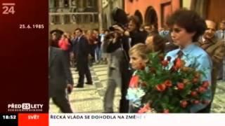 Jana Bobošíková předává Husákovi kytici 25.6. 1985