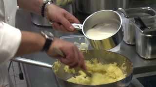 Wie ein Küchen-Chef fluffigen Kartoffelbrei zubereitet - Rezept
