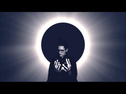 FIDDLER'S GREEN - BOAT ON THE RIVER (Official Video) [Styx Cover] von YouTube · Dauer:  3 Minuten 5 Sekunden