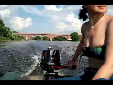 обкатка лодочного мотора тохатсу 5 л.с 2 такта видео