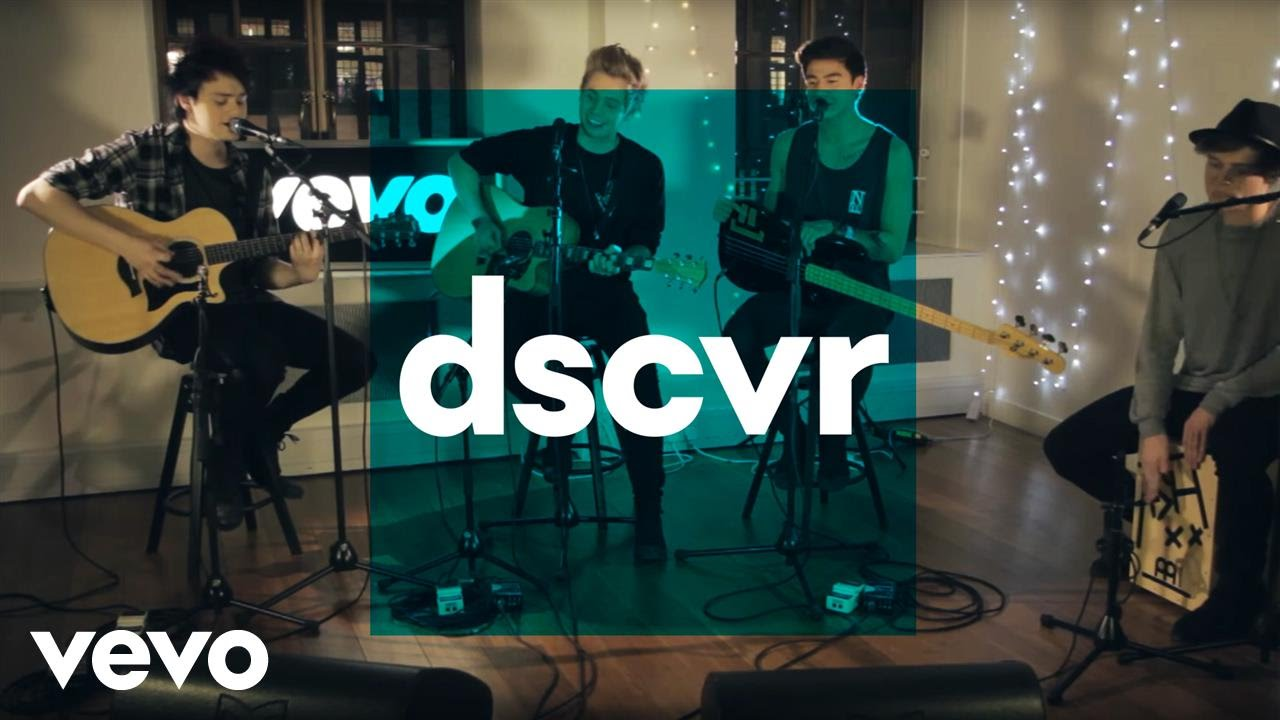 5 Seconds of Summer - She Looks So Perfect - VEVO dscvr (Live)