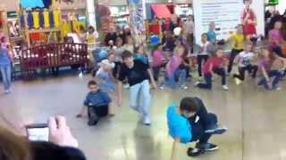 Детский танцевальный флэшмоб  Москва(больше видео flashmob.name., 2014-05-02T13:01:32.000Z)