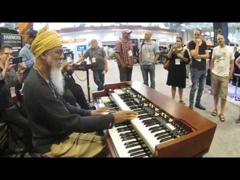 Summer NAMM 2016 - Dr.  Lonnie Smith plays the Hammond XK-5 Organ