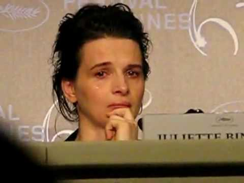 Juliette Binoche in tears over Iranian filmmaker Jafar Panahi - 18 May 2010