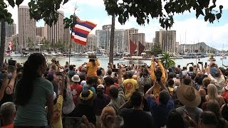 Hokulea arrives at Magic Island