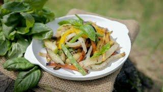 Салат с овощами и кальмаром —гриль