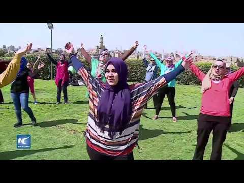 Yoga de la risa, la nueva moda en Egipto para vencer al estrés