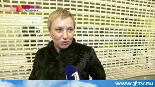 В Хабаровском крае медведь ворвался в торговый центр, разбив стеклянные двери(, 2015-10-14T08:39:37.000Z)
