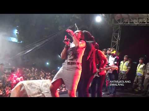 Kelayung Layung   Voc  Ratna Antika MONATA LIVE PEMALANG 2017 SEASON 2