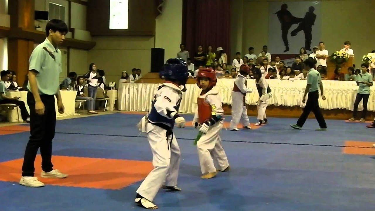 แข่งเทควันโดประเภททีมหญิง อายุ 8-10 ปี ที่พัทลุง