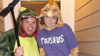 Fortnite Dino Skin & Jeffrey von Toys R Us Halloween Kostüme!