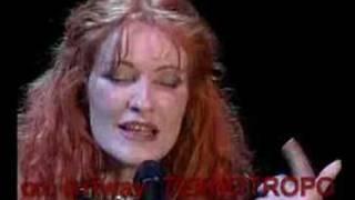 """Maria Markesini""""love me-Ela Live In Athens Music Hall"""
