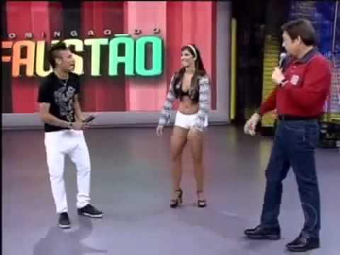 Neymar bailando 'ai se eu te pego' en programa de la tele.wmv