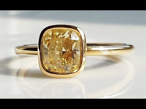 Tiffany & Co Fancy Yellow 1.4ct Fancy Yellow Diamond Engagement Ring For Sale