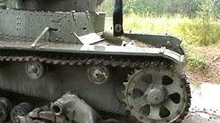 Talvisodan sotamuistomerkki, panssarivaunu ja piikkilankaesteitä