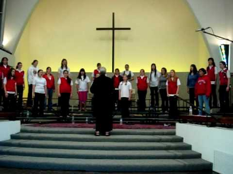 """SBCC Bel Canto rehearses """"Cloths of Heaven"""" for their May 2007 concert"""