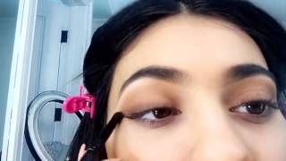 Kylie Jenner gives a Snapchat makeup tutorial using her KYShadow [FULL VIDEO]