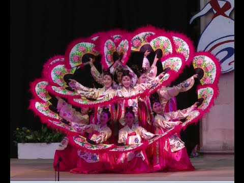 Korean folk dance: Buchaechum 부채춤