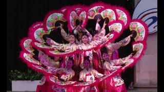 Korean folk dance: Buchaechum 부채춤
