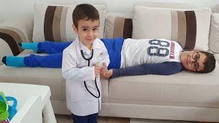 Sakız Yiyince Hastalanan Çocuğu Doktor Muayene Etti. Eğlenceli Çocuk Videosu