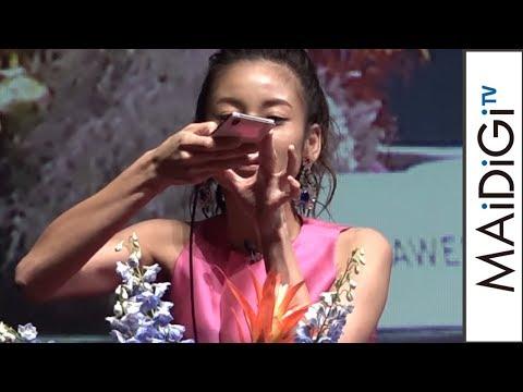 西山茉希、スマホ写真撮影テクニックを披露 「HUAWEI P20」新製品発表会2