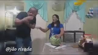 #VÍDEOS ENGRAÇADOS #16 - PARTINDO A MELÂNCIA