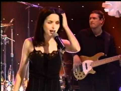 The Corrs - What Can I Do - Jools Holland Show (1999)