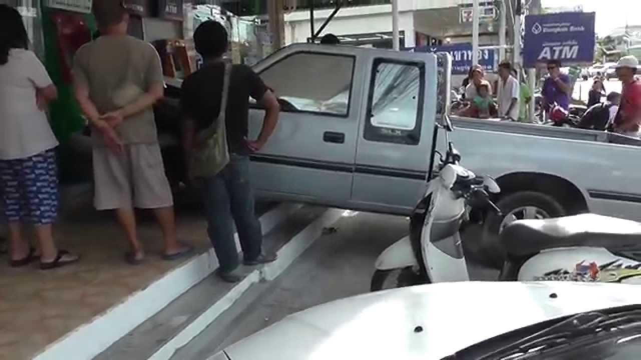 Accident Maenam Koh Samui 08 07 2014