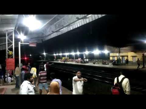 देखिए गुजरात में बिना इंजन की ट्रेन कई किलोमीटर तक लुढ़क कर आगे और पीछे हुई