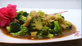 Let's Make: Squid and Broccolli Stir Fry with Oyster Sauce (Americans cooking Chinese)