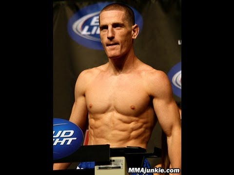 How a Raw Vegan MMA/UFC Fighter Prepares For a Fight - Mac Danzig ...